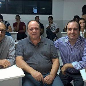 Como Coordenador de pós-graduação e convidado para apresentação de TCC ao lado dos professores Roberto e André na Faculdade DeVry Área1.